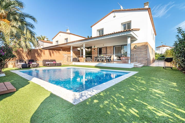 Stylish, spacious villa with private swimming pool walking distance of the beach