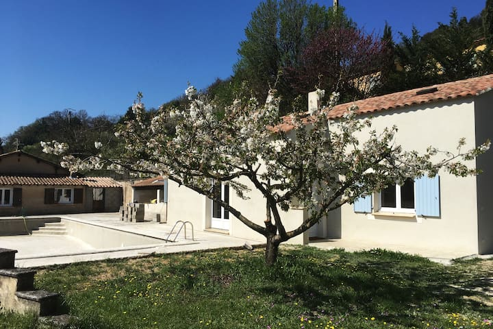 Maison familiale face au Luberon - Apt - Holiday home