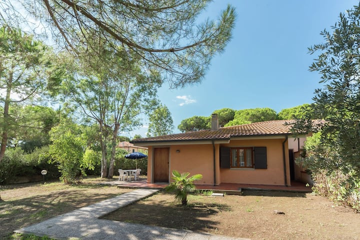 Gorgeous Holiday Home in Giannella near Beach
