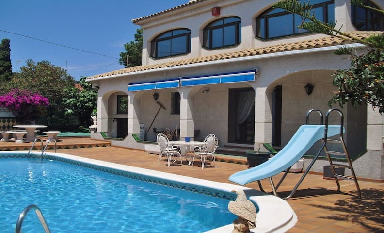 Holiday home with pool, wifi and parking in Coma-Ruga/Vendrell – Costa Dorada – CD378