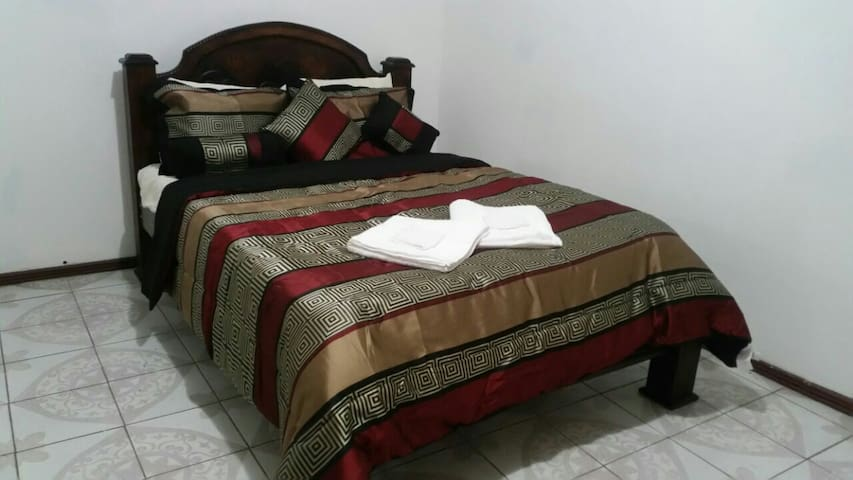 777 2B1 Private room near Limon Beaches - Limón - Apartamento