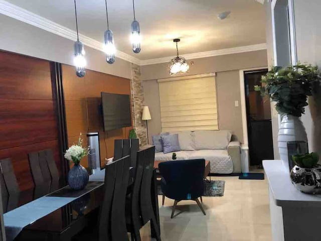 2BR Condo with NETFLIX for Rent in Acacia Estates