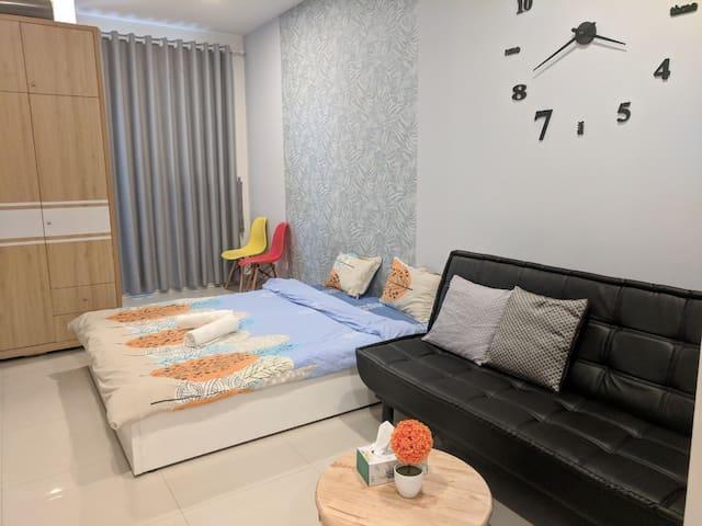 Premium studio apartment at center city pool, gym