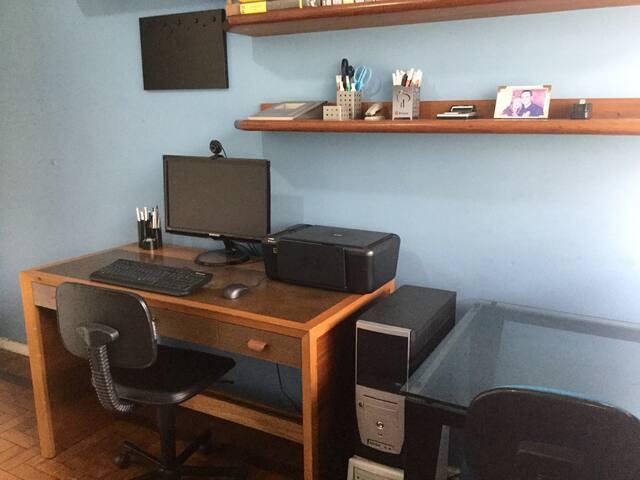 Quarto 3 com Internet rápida, monitor e Impressora