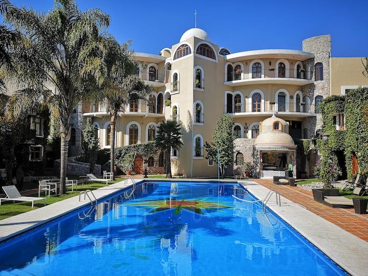 Bungalow estilo Mediterraneo al lado de la piscina