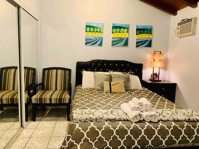 Comfortable Private room. Shared bathroom. Kitchen