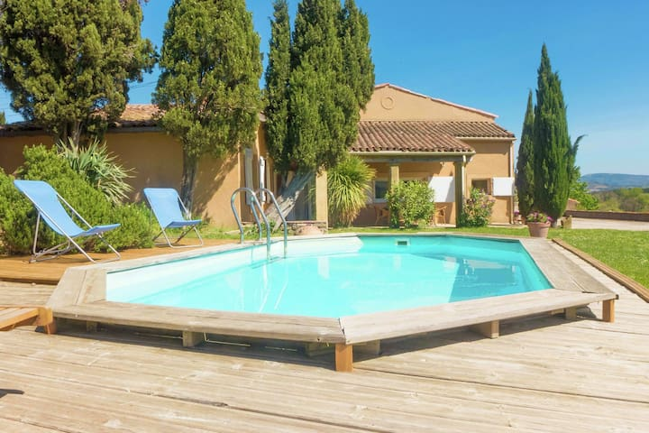 Stunning holiday home with garden and swimming pool, in southern France