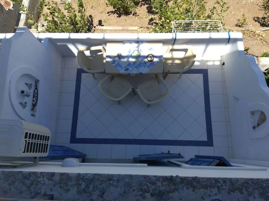 Άποψη από το μεγάλο μπαλκόνι του διαμερίσματος.