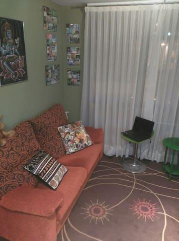 Sofá-cama  ó habitación privada
