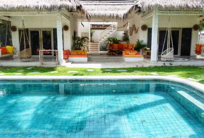 2 Bedroom villa private pool Free bikes Gili T