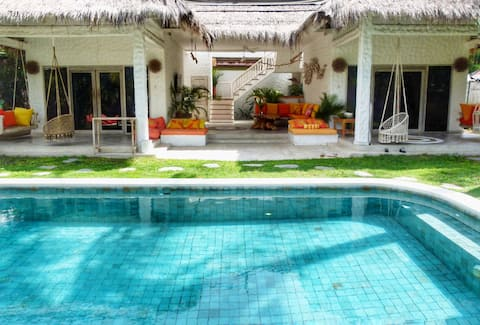 Private 2 Bdrm villa private pool, bikes GiliT