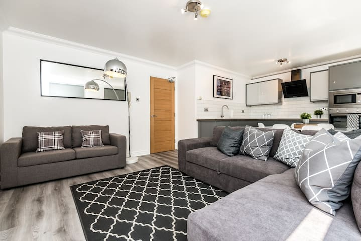 Stunning 2 bed Apt near Bold Street Super Central!