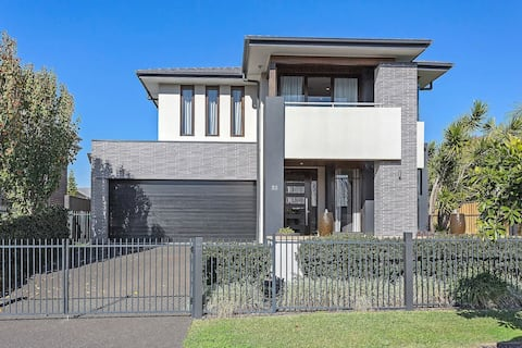 Luxury Brand New Home - 1 1/2 hrs South of Sydney