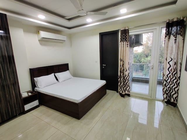 Modern 1Bhk Private Apartment w/WiFi &Kingsize Bed