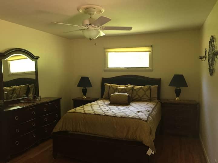 Beautiful bedroom w/private bathroom in West Meade
