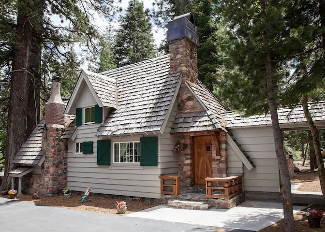 Charming Lake Tahoe Cabin - Tahoe City - Maison