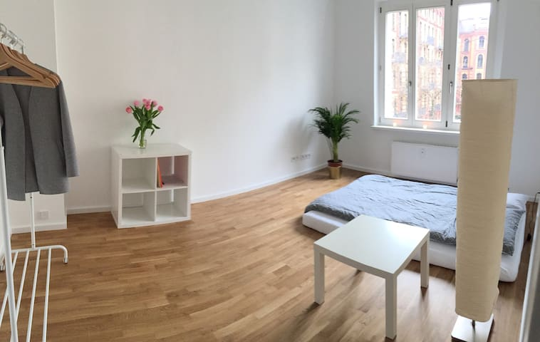 Beautiful Bright Room in the City Center