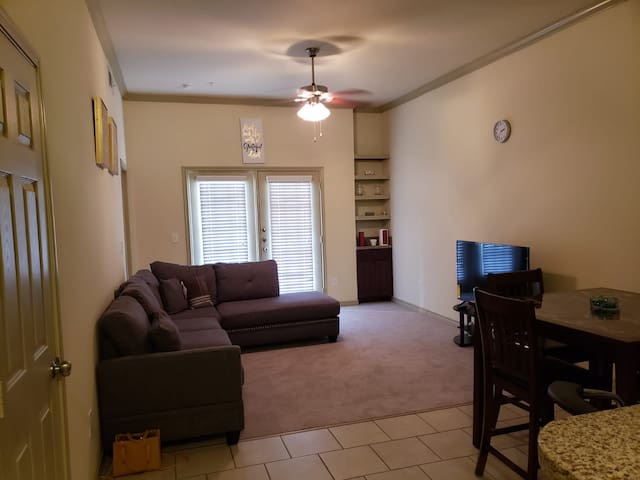 Gorgeous 2Bedroom / 2bath with SmartTV (1st floor)