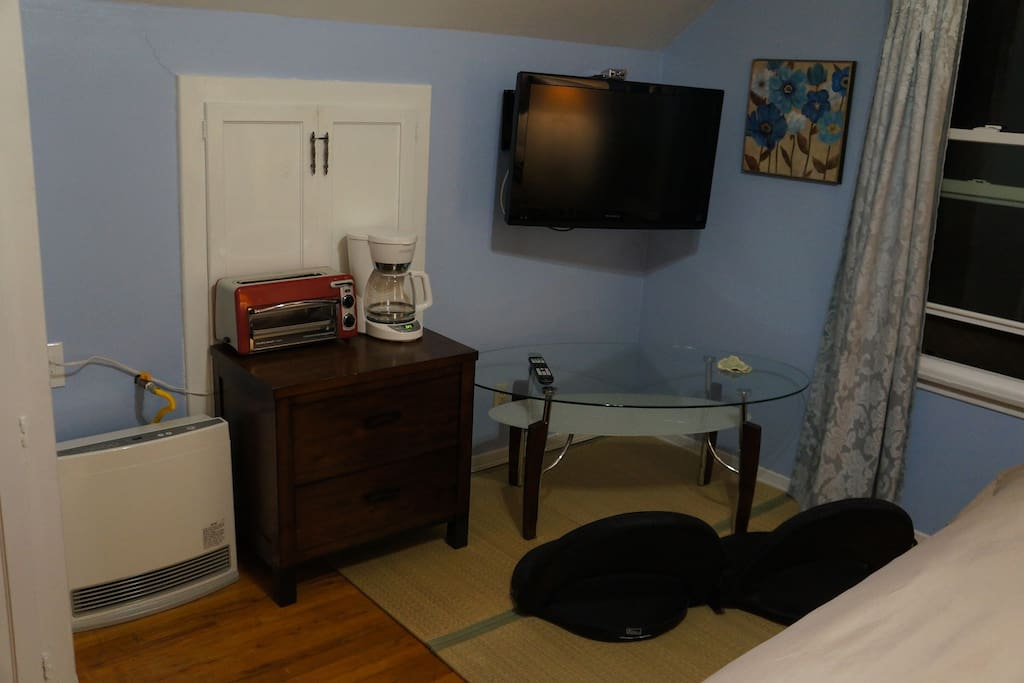 BLUE ROOM: Seating area with flat screen TV, table, coffee maker and toaster oven! What else would you need to relax in your room?