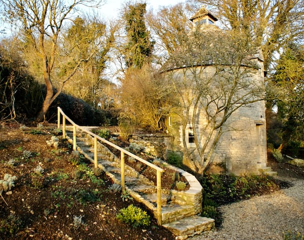 Bibury Hidden Dovecote (Grade II Listed) - Bibury - Bed & Breakfast