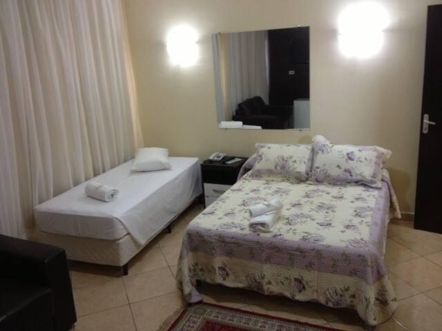 Apartamentos aconchegantes em  hotel