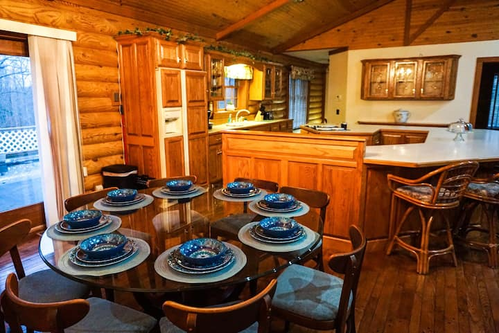 Authentic Log Cabin Less Than A Mile From KY Lake