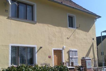 British style House ( 25min from Prague) - Běleč