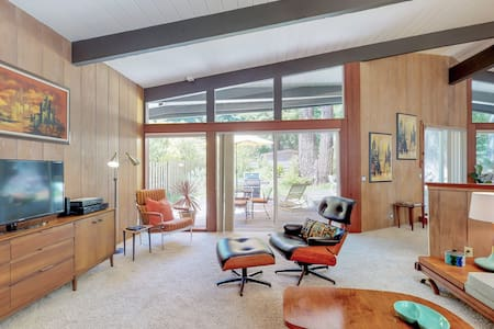Mid Century Modern in Redwoods, Hot Tub!