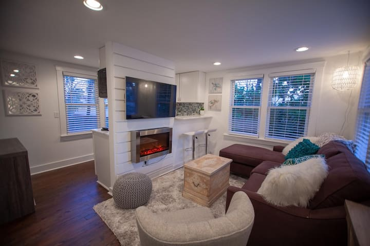 Charming 1950s Beach Cottage Apt A