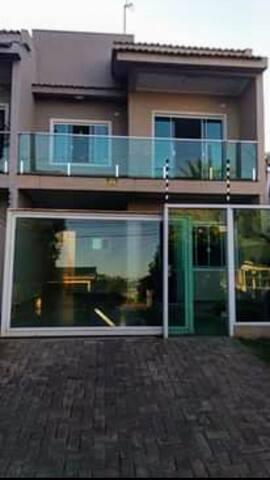 Casa nova, aconchegante e bem localizada em Foz!