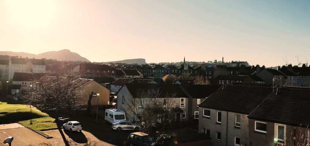 The Room Panorama: Can watch Edinburgh's Fringe festival fireworks or NEW YEARS'  fireworks launched from Edinburgh Castle directly. If you prefer to watch them from home with a glass of prosecco, you can do that from your Airbnb.