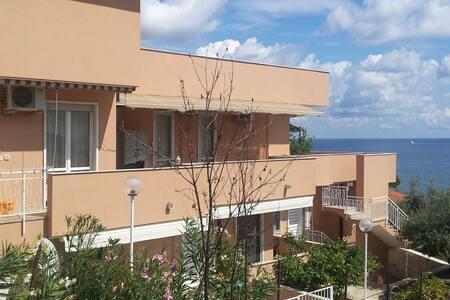 Appartamento con vista Marina degli Aregai