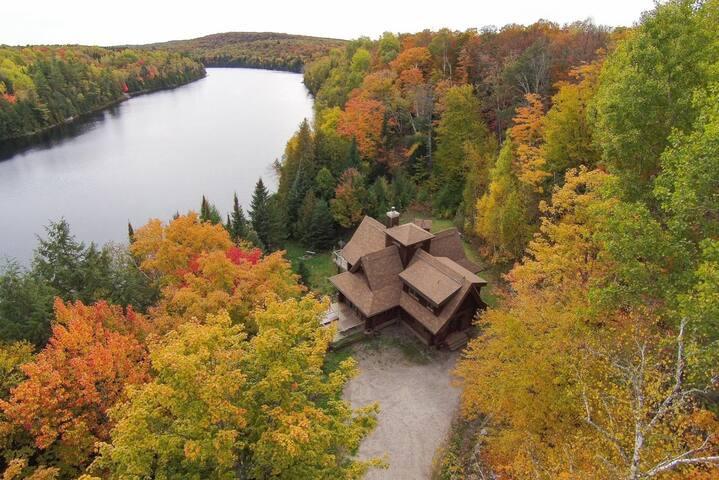 Chaleureuse maison en bois rond - Village de Labelle - House