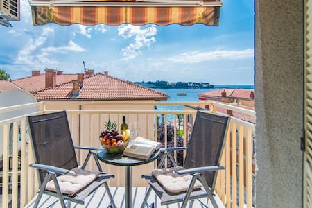 Apartment Vesna Kandlerova with Sea View