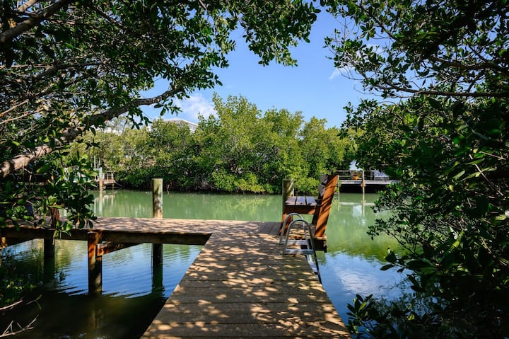 Paddle Board Canal, Walk to Beach, Heated Pool