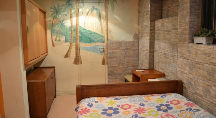 Bedroom on a hostel in Botafogo subway station