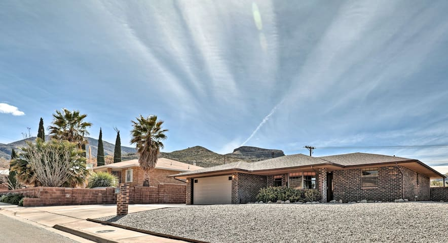 Mountain View Desert Home - 25 Mins to White Sands