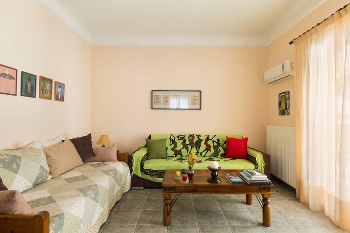 50m from metro.Newly renovated,sunny apartment. - Athina - Casa