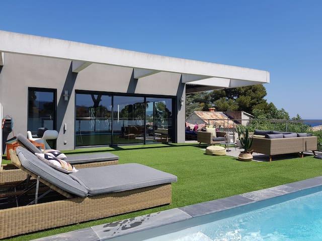 Villa d architecte a 100m de la plage avec piscine