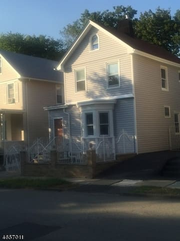 Entire  home with parking 30 minutes away from NYC - East Orange