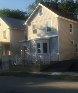 Entire  home with parking 30 minutes away from NYC - East Orange - Casa