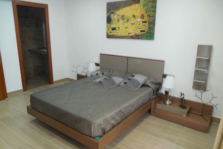 Luxurious room with private bathroom - Barcelona
