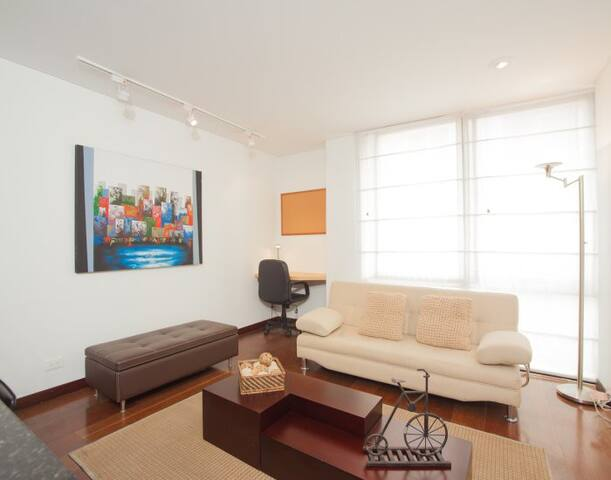 Comfortable 1 Bedroom Apartment in Santa Barbara - Bogotá - House
