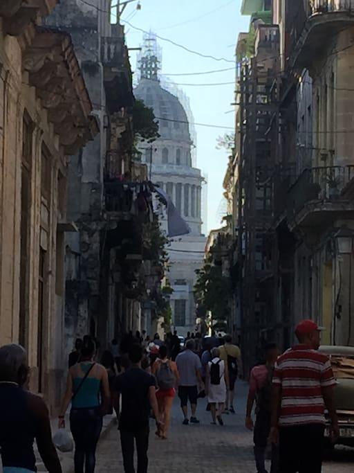 Calle Teniente Rey(Brasil) a solo dos cuadras del Capitolio