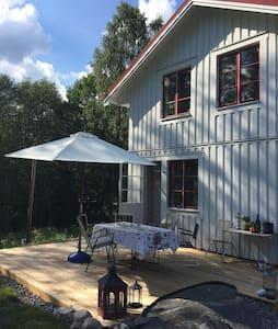 Naturnära rymligt boende för en aktiv semester - Forshaga