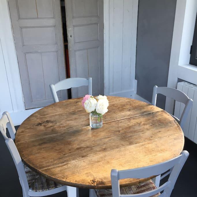 Coin petit dejeuner dans la cuisine