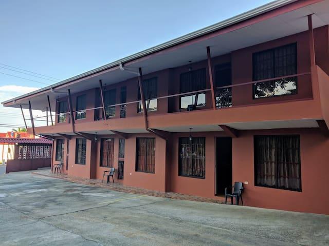 Apartamento cómodo y seguro frente a Playa Bonita.