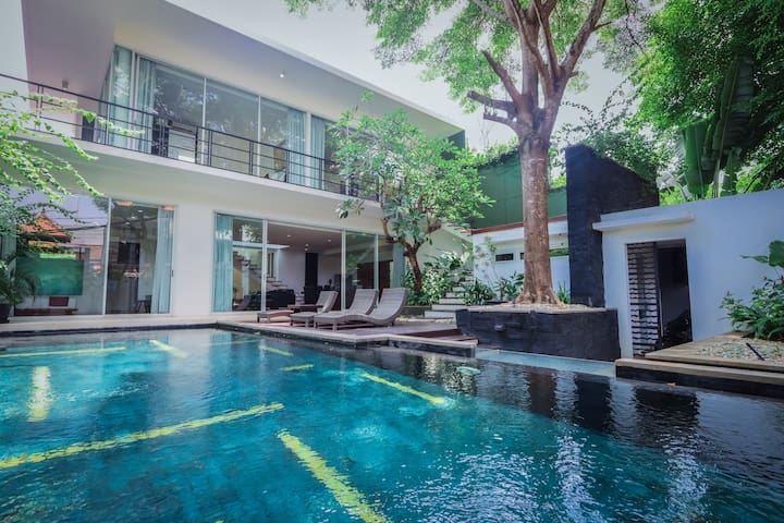 Grab our HOT MONTHLY DEAL now!! Center of Seminyak