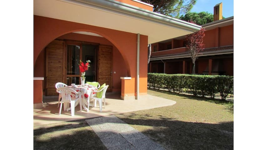 Great Apartment in Residence with Private Garden