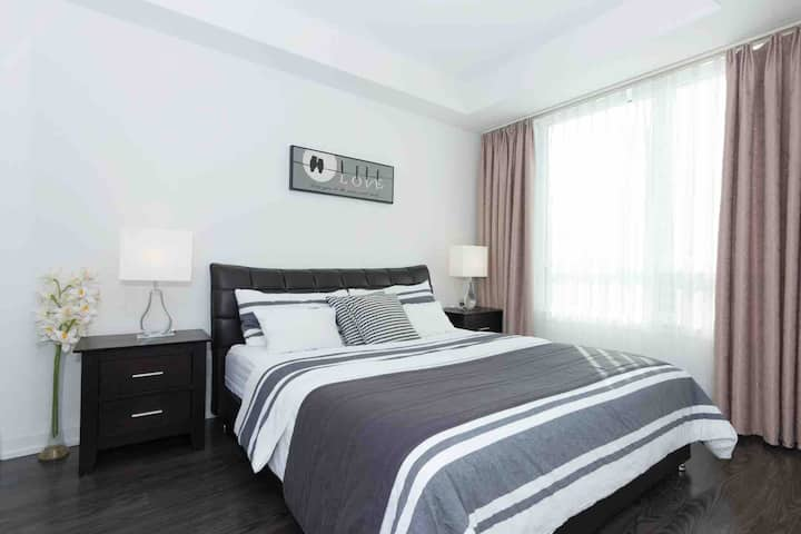 Cozy Condo at Steeles and Yonge with Free Parking